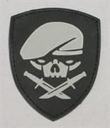 Шеврон на липучке Skull with knives щит